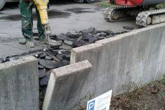 Entfernen der abgebrochenen Mauerscheiben