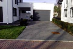 Zufahrt Garage und Hauseingang