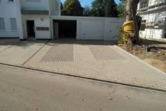 Zufahrt Garagen mit Stellplatz