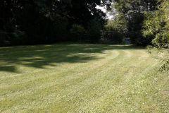 Rasen mähen und Schnittgut entsorgen